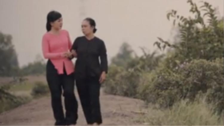 Hà Vân trong MV Mẹ là cánh cò yêu thương