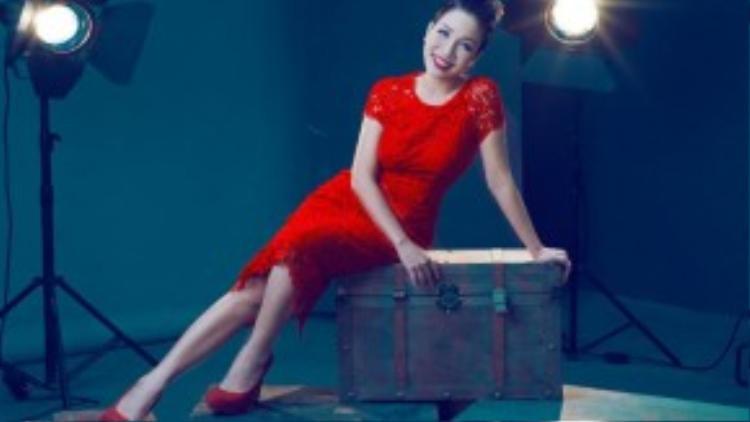 Mỹ Linh: Mái tóc tém cá tính phần nào đã trở thành phong cách của Mỹ Linh. Cô sở hữu chất giọng đẹp cùng kỹ thuật thanh nhạc chắc chắn - là một trong bốn diva của làng nhạc Việt. Khi Tóc ngắn được xem là thương hiệu, bà xã nhạc sĩ Anh Quân quyết định đóng đinh mình trong hình ảnh này.
