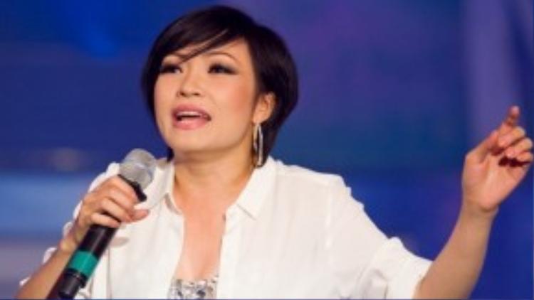 """Hơn 20 năm gắn bó cùng nghiệp hát, Phương Thanh vẫn biết cách duy trì độ nóng cho mình giữa V-pop """"đất chật, người đông"""". Hình ảnh cá tính nhưng giàu cảm xúc, luôn tạo được sự gần gũi với đồng nghiệp lẫn khán giả là cái nhất của cô ca sĩ """"bụi bặm"""" này."""