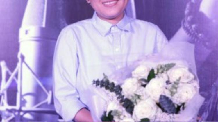 Phương Uyên: Cựu thành viên nhóm Ba Con Mèo có lẽ là người trung thành với mái tóc tém nhất ở V-pop. Hình ảnh này theo cô từ chặng đầu trong sự nghiệp âm nhạc khi nhóm thành lập đến lúc rẽ hướng sang hoạt động solo và sáng tác.