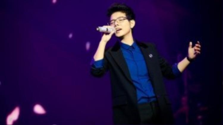 Vũ Cát Tường: Học trò cưng của HLV Hồng Nhung ở chương trình Giọng hát Việt mùa 2 là một trong những nhân tố tiềm năng. Từ vòng Giấu mặt cho đến khi đoạt ngôi á quân, ngoài giọng hát, hình ảnh tomboy cũng giúp Vũ Cát Tường để lại nhiều ấn tượng nơi người xem.