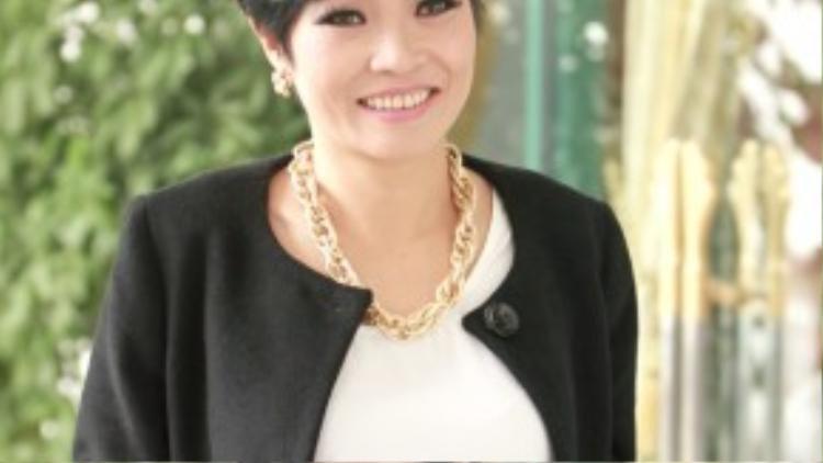 """Phương Thanh: Dạo trước, chị Chanh khiến nhiều người hâm mộ không khỏi bất ngờ khi xuất hiện với mái tóc ngắn """"chất lừ"""". Bà mẹ một con từng thừa nhận mình là ca sĩ """"men"""" nhất Việt Nam. Chính vì thế, lựa chọn trên của """"nữ hoàng nhạc rock"""" cũng là điều dễ hiểu."""