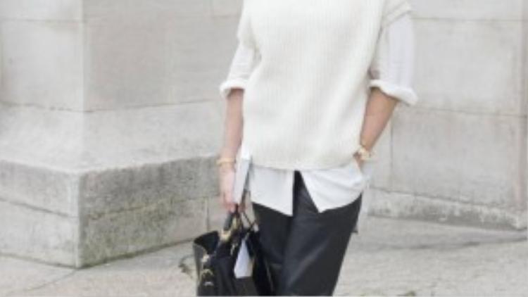 Theo nhiếp ảnh gia Garane Doré, phong thái là quan trọng nhất với người phụ nữ Pháp. Nếu nhìn vào thời trang của nhiều phụ nữ nơi đây, bạn sẽ hầu như thấy họ mặc quần jeans và không thay đổi gì nhiều theo mùa. Ở họ toát lên vẻ thoải mái, tự tin mà không hề gắng gượng hay gồng mình để trở thành một ai đó.