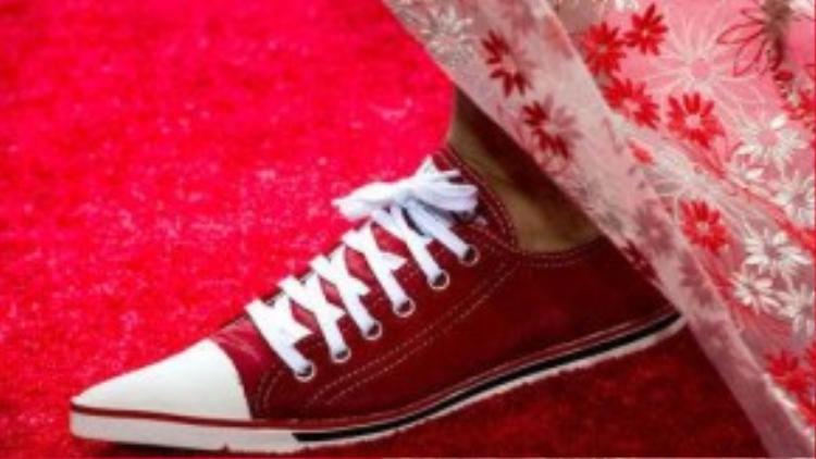 Lấy cảm hứng từ những đôi giày convers, nhưng sneaker freak cải biên hơn với phần mũi giày nhọn.