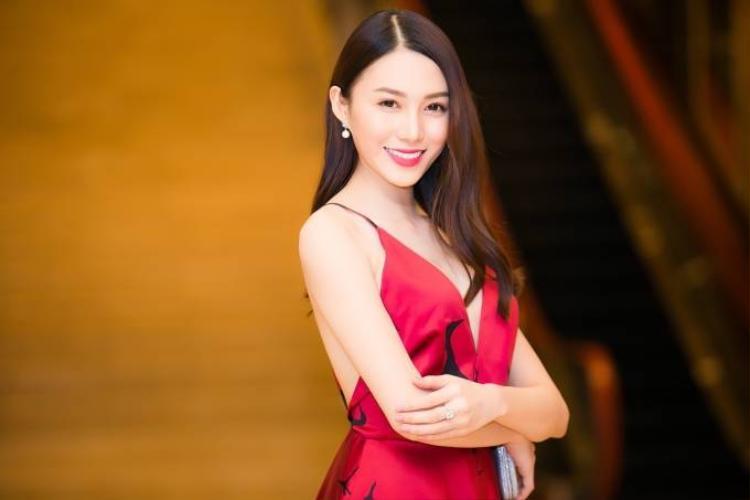Trương Mỹ Nhân, Lê Hà đọ vẻ xinh đẹp đi sự kiện