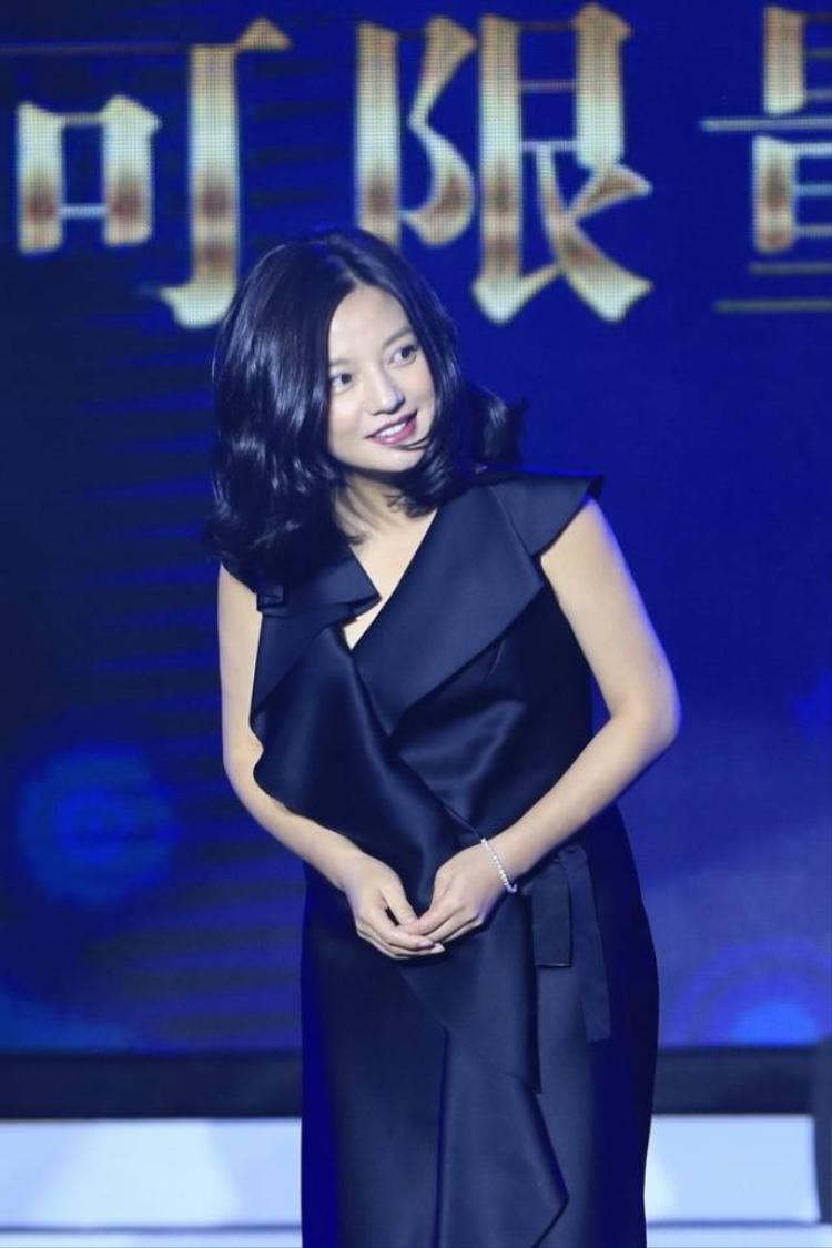 Triệu Vy béo ú, Thái Trác Nghiên tỏa sáng tại lễ trao giải điện ảnh
