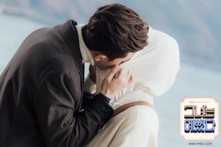 Sung Joon hôn Hye Jin đắm đuối trên trường quay She Was Pretty