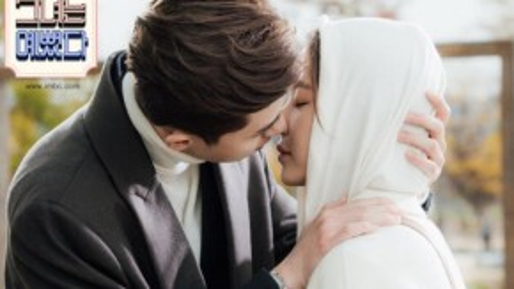 Thêm một cảnh hôn ngọt ngào khiến các fan thêm háo hức.