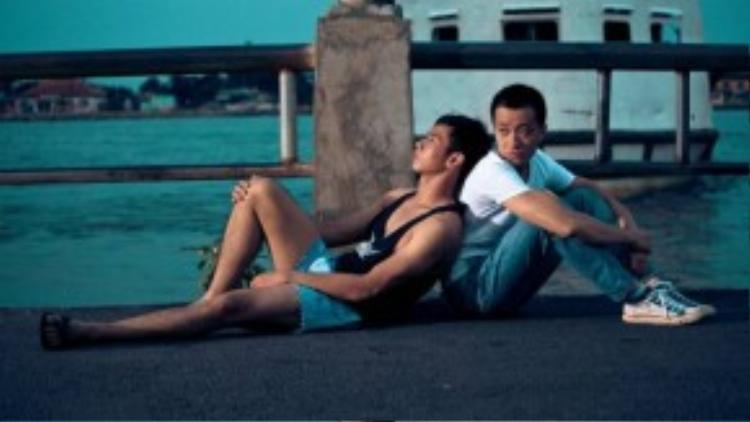 Tình cảm của hai chàng trai gặp nhiều trắc trở do những định kiến, áp đặt của dư luận xã hội và những khó khăn trong đời sống vật chất.