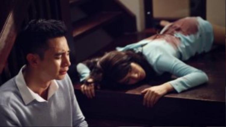 """Một trong những cảnh mà nhiều khán giả bàn tán nhất là cảnh Hồ Vĩnh Khoa đã ngộ sát """"em gái ruột"""" Diệp Lâm Anh trên cầu thang."""
