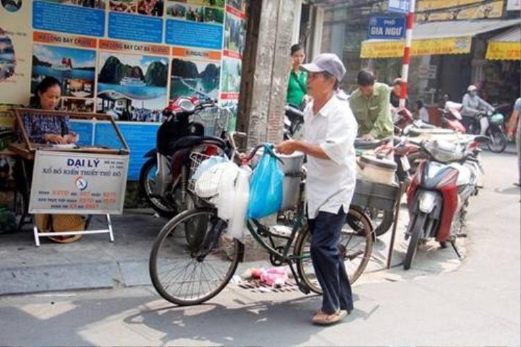 Những gánh quà mang thu xuống phố