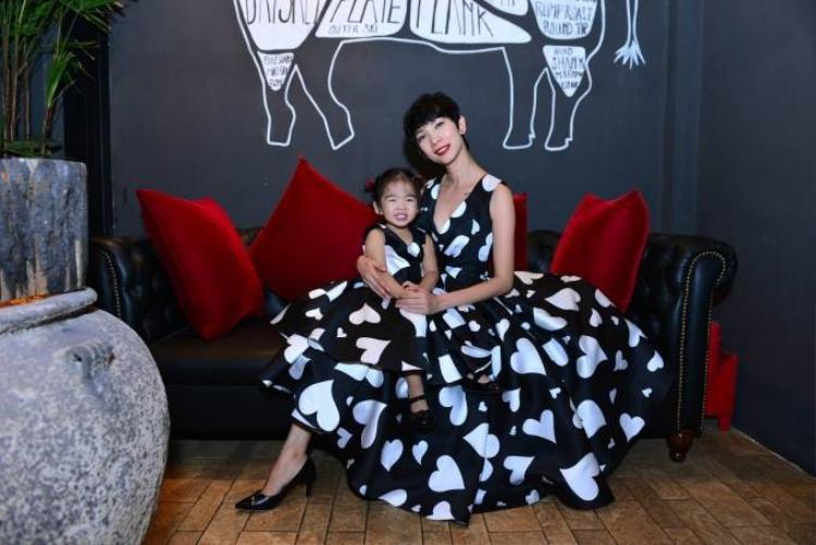 Xuân Lan diện đồ đôi với con gái trong tiệc sinh nhật