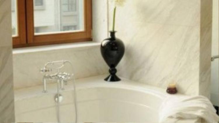 Phòng tắm xa hoa.