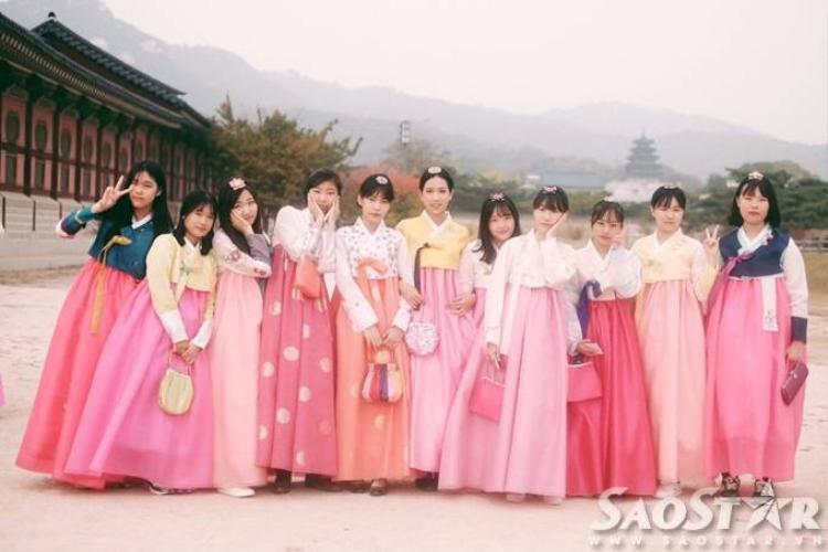 Min St.319 dịu dàng với hanbok, ngắm pháo hoa rợp trời Busan