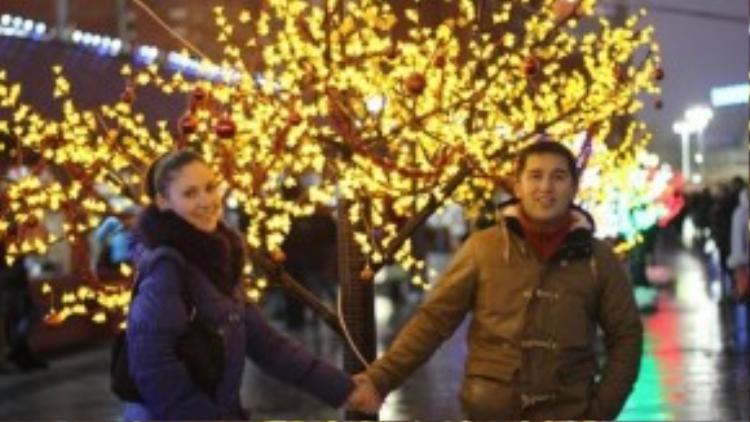 Đôi vợ chồng trẻ ngày nào còn tay trong tay mà bây giờ đã mỗi người một thế giới.