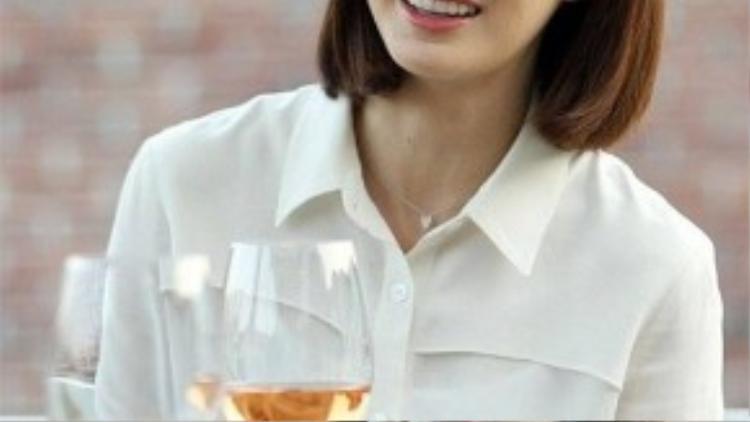 """Nữ diễn viên thừa nhận trong bộ phim Yong Pal vừa kết thúc thành công, cô không có nhiều cảnh quay. """"Tôi nằm trên giường cho tới tập 6"""" - Kim Tae Hee nói. Vào thời điểm đó, nữ diễn viên bị la ó vì không diễn nhiều nhưng vẫn nhận cat-xê cao. Kim Tae Hee cũng thú nhận cô có thói quen mở miệng mỗi khi ngủ nên nếu ngủ quên, ê-kíp làm phim sẽ phát hiện ra."""