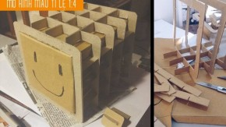 Mô hình chiếc hộp Sunbox theo tỉ lệ 1:4 được anh Linh sản xuất thử nghiệm trên chất liệu giấy các-tông trước khi hoàn thiện và ra mắt phiên bản chính thức.