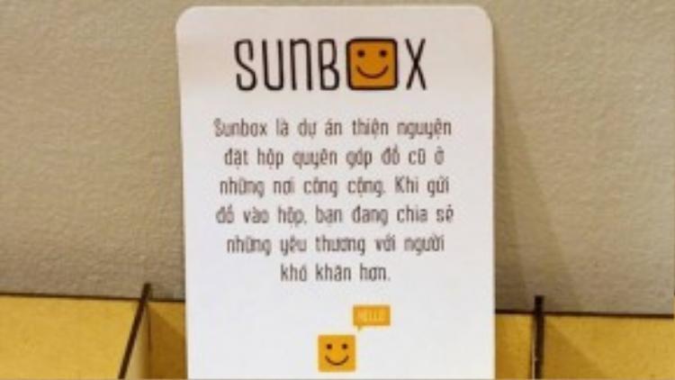 Tấm card bé xinh nêu rõ ý nghĩa của dự án đượcđặt ngay trên nắp hộp để cung cấp thông tin cho những người quan tâm.