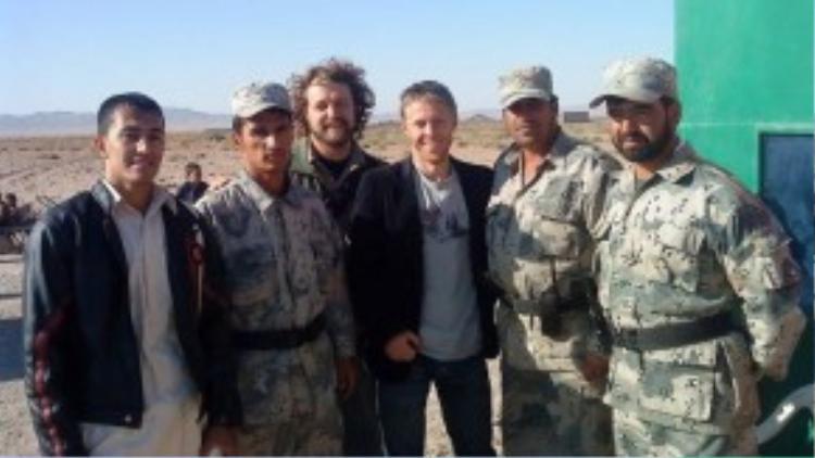 Đi qua biên giới từ Afghanistan về Iran là điều không dễ dàng gì. Sau khi chờ đợi ngoài đại sứ quán Iran khá lâu, Garfors phải thuyết phục họ rằng anh tới Afghanistan dưới vai trò du khách. Cuối cùng các cảnh sát biên cũng cho phép anh trở về Iran.
