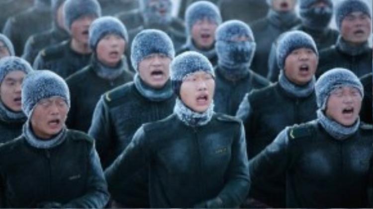Trong khi đó, ở phía bắc Trung Quốc, các chiến sỹ đang luyện tập dưới nhiệt độ -33 độ C.
