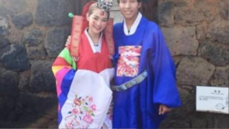 Cô 'tình tứ' bên cạnh bạn trai trong chương trình quay thực tế ở Hàn.