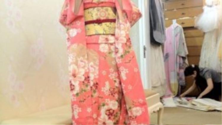 Kimono được liệt vào danh sách trang phục truyền thống nước ngoài mà Minh Hằng yêu thích.