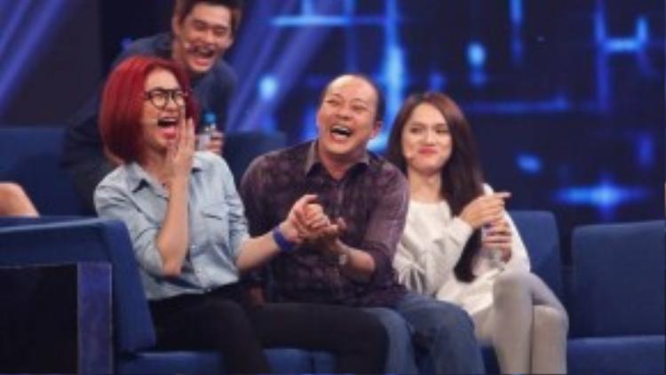 Hòa Minzy luôn vui vẻ, tự nhiên khi tham gia gameshow.