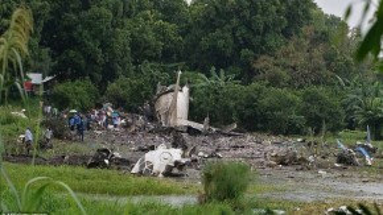 Hiện trường chiếc máy bay rơi tại Sudan sau khi vừa cất cánh được khoảng 800 m từ sân bay Juba.