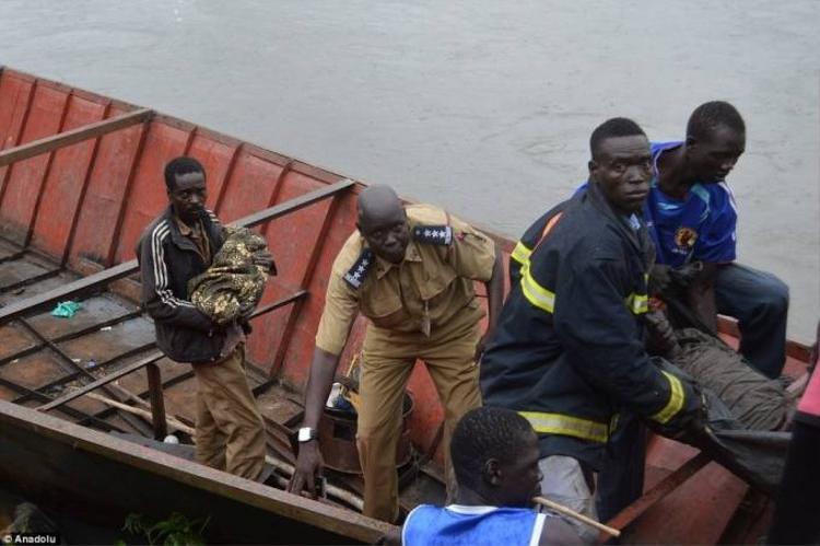 Em bé duy nhất sống sót sau vụ máy bay rơi ở Sudan