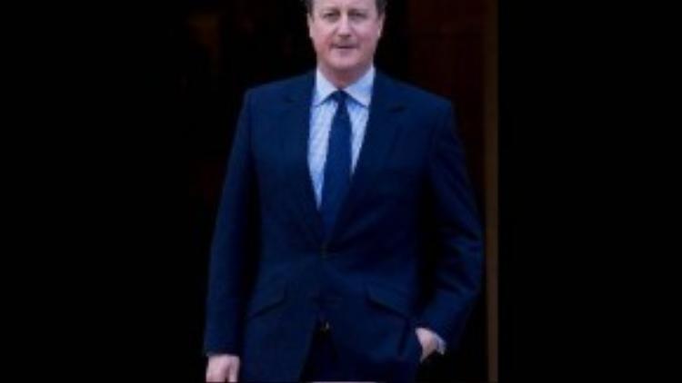8. Thủ tướng Anh David Cameron, giữ vị trí thứ 8, tiếp tục nhiệm kỳ mới sau khi tái đắc cử hồi tháng 5 năm nay. Ông từng tốt nghiệp hạng ưu với các chuyên nghành Kinh tế chính trị và triết học tại đại học danh tiếng Oxford.Cameron ủng hộ hôn nhân đồng tính và cho rằng quyền bình đẳng là một khía cạnh cơ bản trong những giá trị của nước Anh.