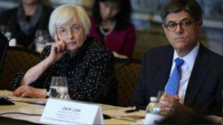 7. Janet Yellen, ở vị trí thứ 7, đã làm nên lịch sử năm 2014 khi là người phụ nữ đầu tiên giữ vai trò lãnh đạo Cục Dự trữ Liên bang Mỹ (FED). Bà là một chuyên gia kinh tế tốt nghiệp từ hai trường đại học danh giá Yale và Brown. Các quan cựu quan chức FED và một số chuyên gia kinh tế độc lập đều nhận xét bà khá khiêm tốn, chịu được áp lực lớn và luôn nhận thức được các quyết định của mình dù phải đối mặt với nhiều bất ổn nghiêm trọng. Là người đứng đầu ngân hàng trung ương Mỹ, bà Yellen có tầm ảnh hưởng rất lớn đến nền kinh tế Mỹ nói riêng và thị trường tài chính toàn cầu nói chung. Thế giới có thể mất trắng hoặc kiếm thêm hàng nghìn tỷ USD bởi mỗi lời nói của bà Yellen.