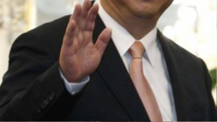5. Chủ tịch Tập Cận Bình ở vị trí thứ 5, giảm 2 bậc so với năm ngoái. Ông được bình chọn là nhà lãnh đạo quyền lực nhất Trung Quốc kể từ thởi Mao Trạch Đông. Ông Tập rất nhanh nhạy trong việc nhận định lợi ích từ cải tổ tư nhân hóa và các ý tưởng mới trên khắp quốc gia đông dân nhất thế giới này. Đặc biệt, ông Tập còn là một hiện tượng đặc biệt trong giới lãnh đạo khi cho phép truyền thông chính phủ công bố những hình ảnh làm việc hàng ngày của mình với cộng đồng.