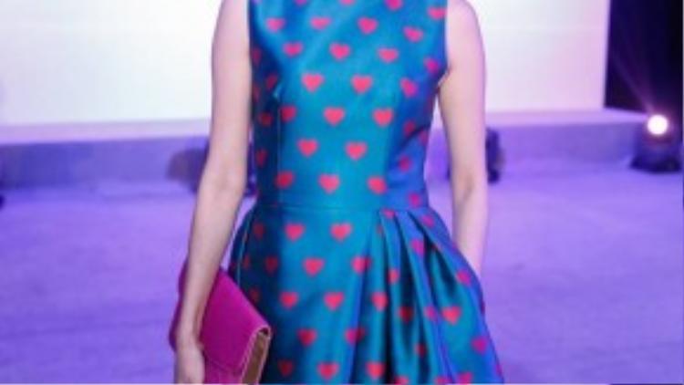 Xuân Lan nổi bật với váy hình trái tim.