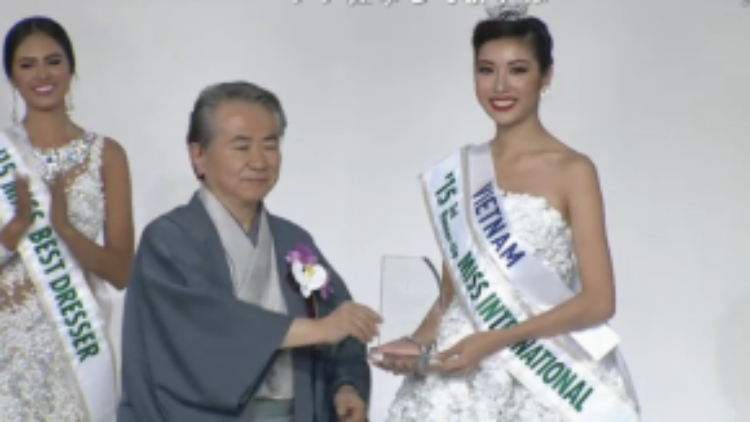 Cô đã xuất sắc vượt qua gần 70 thí sinh để đoạt giải Á hậu 3.