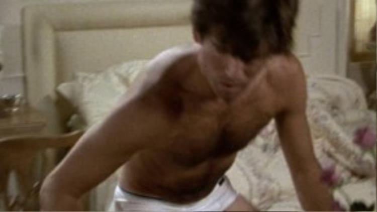 Trong tập phim Forged Steele (1985), chiếc underwear bông dệt kimmàu trắng của hàng Sunspel xuất hiện khá chớp nhoáng.
