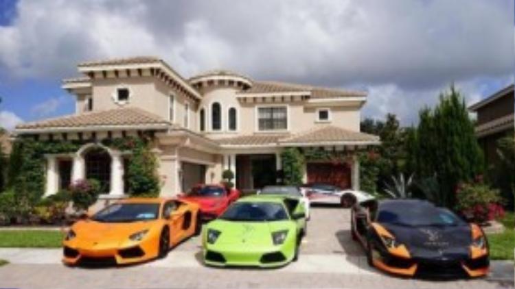 Chỉ kể sơ qua, tới thời điểm này đã có 12 chiếc siêu xe Lamborghini Aventador tham gia hành trình, trong đó có một số mẫu thuộc các phiên bản đặc biệt như Pirelli Edition, 50th Anniversary…