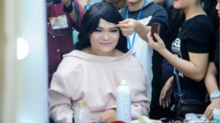 Trịnh Tú Trung tiếp tục chinh phục khán giả trong vai diễn giả gái.