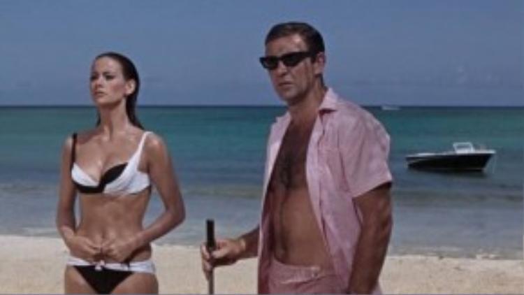 Nhân vật Domino hết lần này đến lần khác khiến người xem trầm trồ bởi những bộ đồ tắm gợi cảm.
