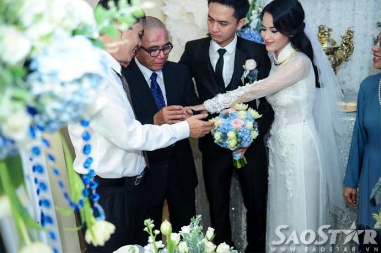 Tú Vi rơi nước mắt vì hạnh phúc trong ngày cưới