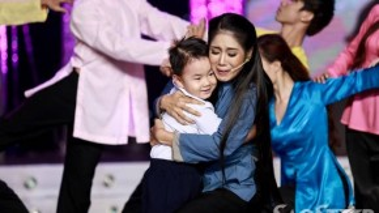 Nhân vật người con trai lúc còn nhỏ do chính bé Cà Pháo, con trai của Lê Phương đóng.