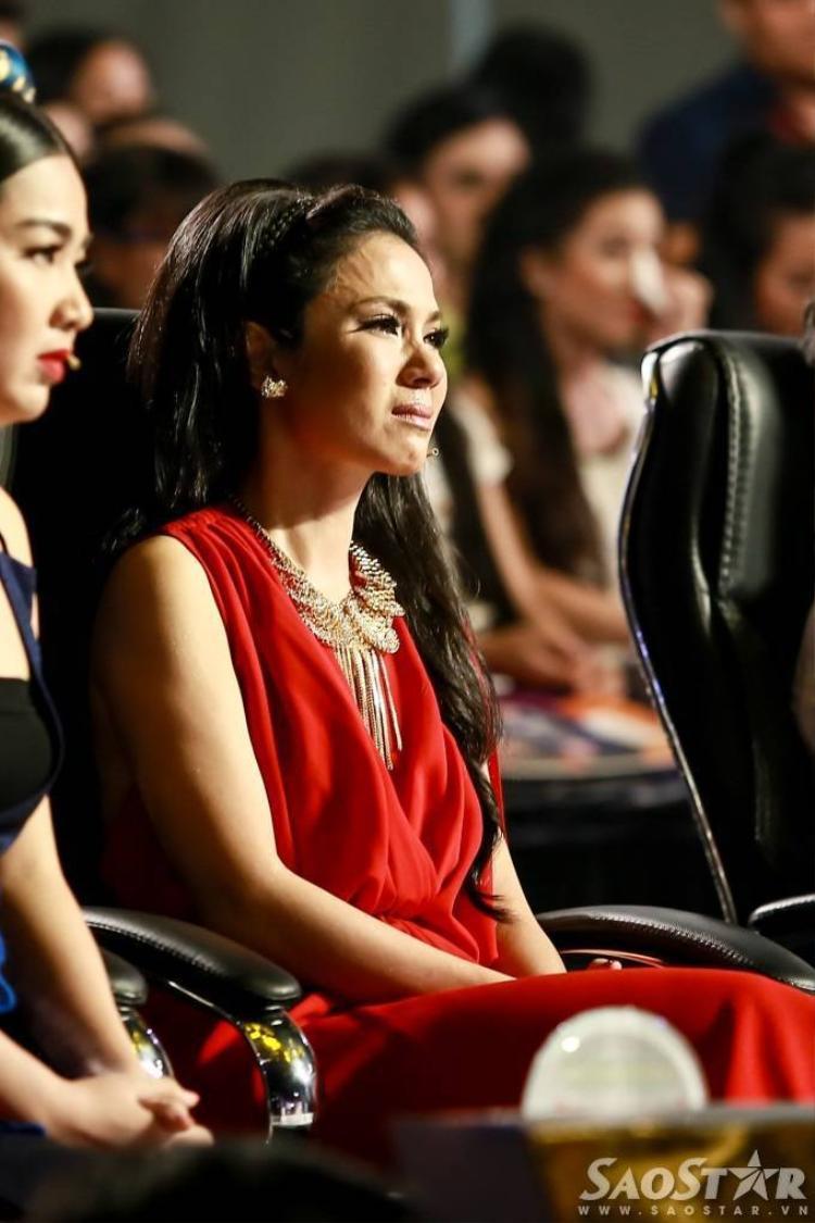 Nhật ký của mẹ khiến Việt Trinh khóc nức nở trên ghế nóng