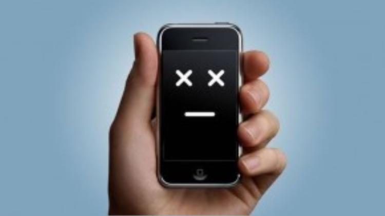 4.iPhone bị treo: Bạn có thể xử lý bằng cách nhấn và giữ đồng thời nút Home và nút nguồn. Nếu không nhận được phản hồi, thay vì cuống cuồng tìm đến có địa điểm sửa chửa hãy đợi đến khi iPhone hết cạn pin. Cắm sạc sau khoảng 5 phút, máy sẽ tự động mở thôi.