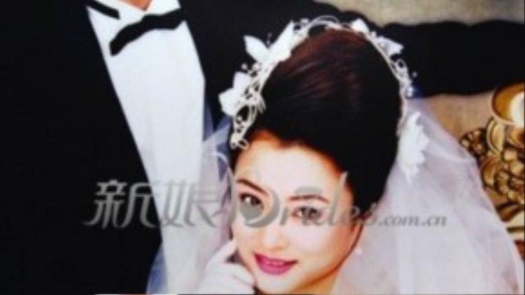 Lý Linh Ngọc kết hôn lần đầu khi 21 tuổi. Lần 2, cô tái hôn với doanh nhân Jerry Morgan. Họ ly hôn năm 2002, sau khi cô phát hiện chồng có phụ nữ khác ở bên ngoài.Lý Linh Ngọc quyết định đệ đơn ly hôn, trở về Trung Quốc với con trai.