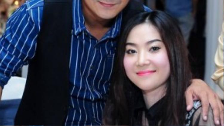 Hùng Thuận bất ngờ tình tứ cùng vợ cũ.