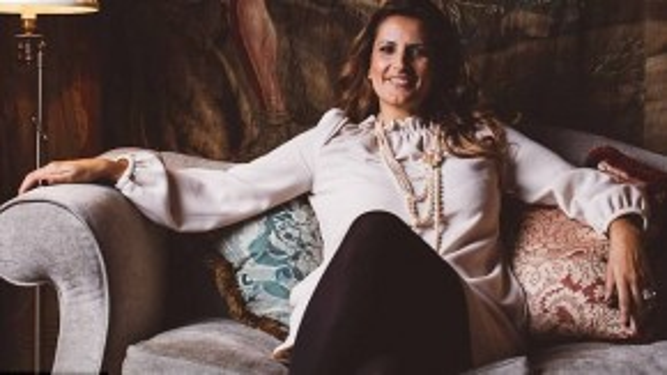 Rebecca còn kể thêm rằng cô đã được tặng túi Gucci, giày Ferragamo và váy Givenchy từ chủ nhân. Đó chắc chắn không phải những món quà bình thường cho bất cứ ai.