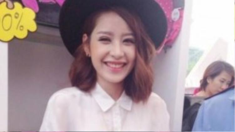 Tháng 4/2014, bức ảnh với đôi mắt sưng húp đã khiến dư luận đặt ra nghi vấn Chi Pu đã thực hiện cuộc tiểu phẫu ở mắt. Sau đó không lâu, cô nàng cũng chính thức xác nhận về vấn đề này.