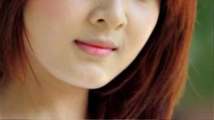 Cho đến bây giờ nhiều người vẫn bày tỏ sự tiếc nuối với ngoại hình xinh xắn của Lilly Luta. Đôi mắt dù không to tròn rõ mí nhưng lại khá phù hợp với gương mặt búp bê của cô nàng.