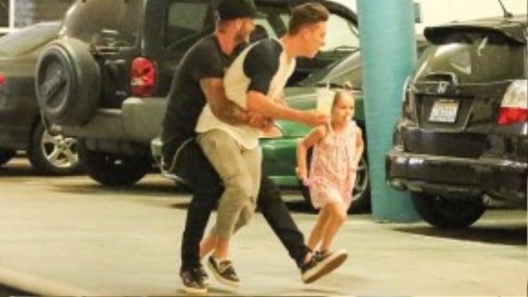 Vợ chồng Beckham lo sợ con trai cả sẽ hư hỏng.