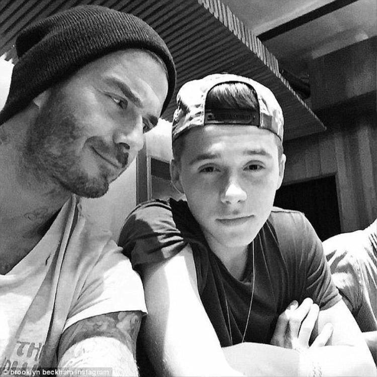 Vợ chồng Beckham lo hotboy Brooklyn hư hỏng
