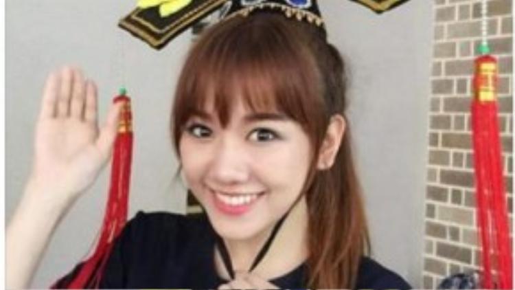"""Hari Won khiến fans thích thú khi vào vai Hoàn Châu cách cách truy tìm """"a ka"""" (Ngũ A Ca)."""